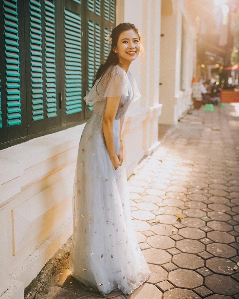 Nữ sinh nở nụ cười tỏa nắng sau buổi thi Văn THPT Quốc gia khiến dân mạng xao xuyến