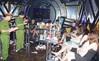 Hà Nam: Phát hiện 28 nam nữ đang mở 'tiệc' ma túy trong quán karaoke