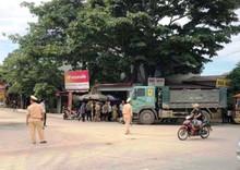Thanh Hóa: Xe máy chở 4 đâm vào xe tải, 2 người t.ử v.ong thương tâm