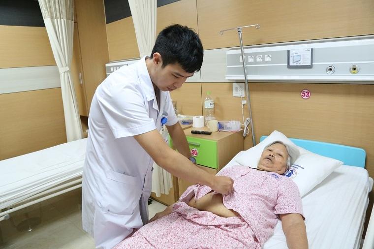 Phẫu thuật thành công khối u kích thước lớn cho cụ bà Hà Nam gần 90 tuổi