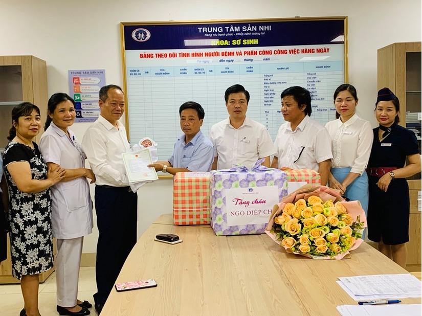 Bé gái bị bỏ rơi trong tình trạng nguy kịch ở Phú Thọ đã được xuất viện 3