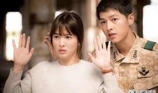 Song Hye Kyo sụt 5kg, khóc lóc nói về lý do không đeo nhẫn cưới