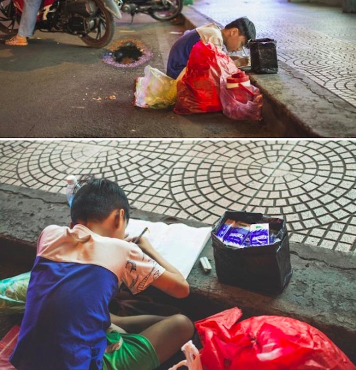 Hình ảnh mẹ cầm tay con dạy từng nét chữ bên lề đường khiến nghìn người xúc động