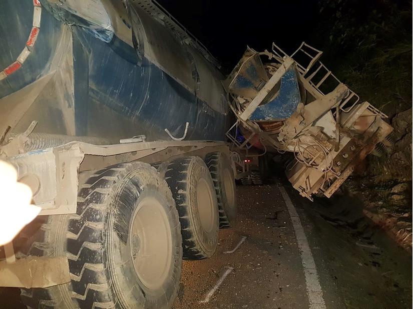 Sơn La: Tài xế xe bồn tử vong thương tâm sau cú đâm với xe đầu kéo