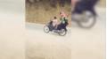 CLIP: Hoảng hồn vì cậu bé đi xe máy 'kẹp 4' dù chân chưa chạm đất