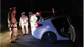 Tài xế bỏ ô tô chạy trốn khi bị CSGT chặn dừng kiểm tra