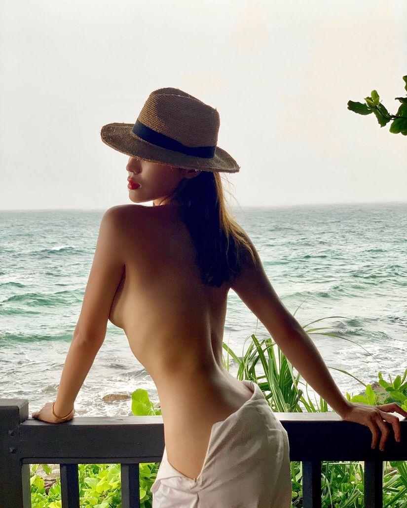 Sau khi tung ảnh bán nude, Hoa hậu Kỳ Duyên tiếp tục tung ảnh đốt mắt fan