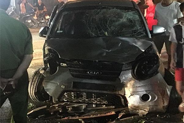 Bỏ chạy sau tai nạn, 'ô tô điên' đâm tiếp hàng loạt xe máy ở Bắc Giang