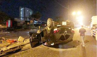Ô tô do nữ tài xế lái 'phơi bụng' giữa đường ở Hà Nội sau cú tông kinh hoàng