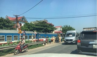 Ô tô bị tàu hỏa tông trực diên, 1 người chết, 2 người bị thương nặng