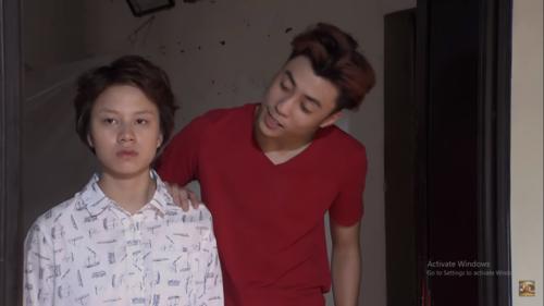 Về nhà đi con tập 59 trên kênh VTV1: Dương bị con gái cô Hạnh bán hoa sàm sỡ