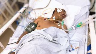 Bệnh viện tìm người thân cho nạn nhân bị tai nạn nghiêm trọng mang theo cả bé 3 tuổi