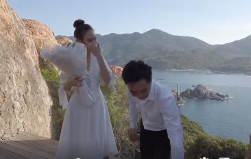 Clip: Cường Đô la cầu hôn Đàm Thu Trang bên bờ biển