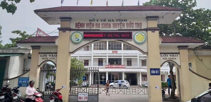 Bệnh viện Đa khoa Đức Thọ, nơi thai nhi tử vong với vết đứt ngang cổ. Ảnh Tiền Phong.