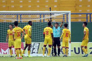 CLB Nam Định phản ứng gay gắt với trọng tài Đỗ Thành Đệ