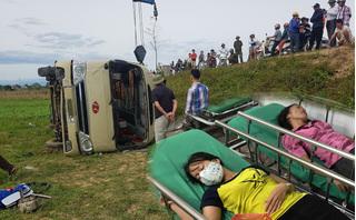 Nghi nữ công nhân hất trúng tay tài xế, ô tô lao thẳng xuống ruộng
