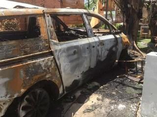Kẻ thủ ác ném 'bom gas' khiến ô tô tiền tỷ của quán cà phê cháy rụi