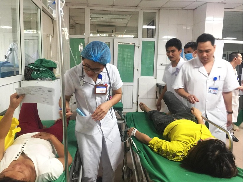 Nghệ An: Các nạn nhân vụ lật xe trên cầu Yên Xuân giờ ra sao 3