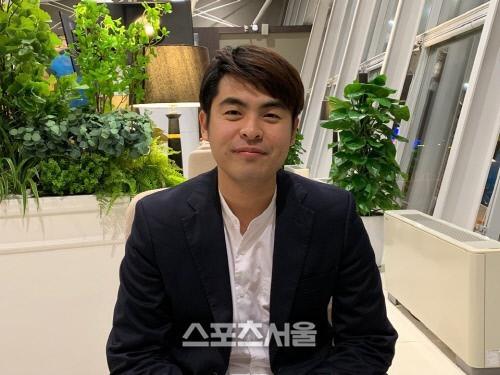Người đại diện của HLV Park Hang Seo ông Lee Dong-jun khuyên các cầu thủ Việt Nam