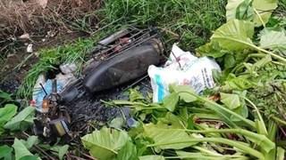 Tá hoả phát hiện người phụ nữ tử vong dưới mương nước cạnh xe máy