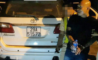 Bắt 2 gã xăm trổ đang vận chuyển ma túy từ Nghệ An ra Hà Nội