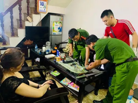 2 gã xăm trổ lái ô tô vận chuyển ma túy từ Nghệ An ra Hà Nội thì bị bắt