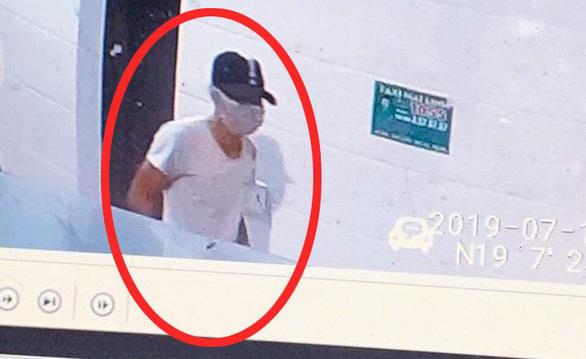 Nhận dạng nghi phạm đâm chết nữ nhân viên bán xăng