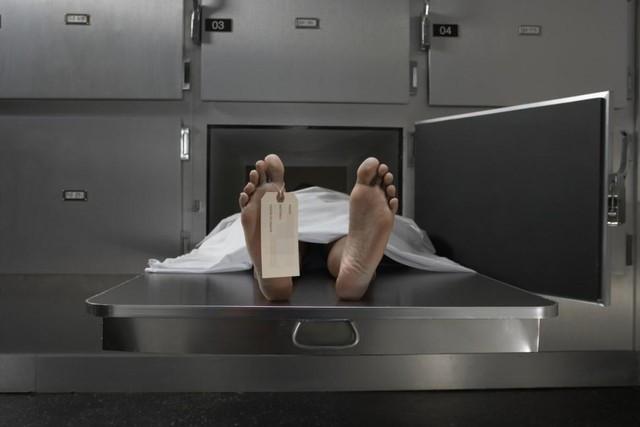 Thanh niên chết não bỗng dưng chảy nước mắt khi đưa tang, gia đình ngất lịm
