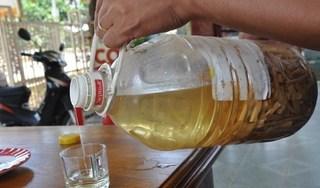 Uống rượu ngâm hạt cây rừng, 3 anh em ruột tử vong
