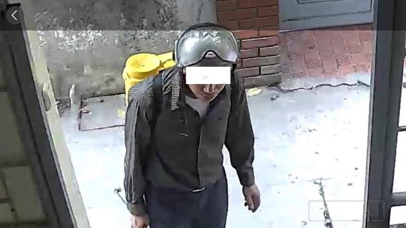 Hà Nội: Xác minh thông tin 2 người đàn ông vờ phun thuốc diệt muỗi, đánh thuốc mê lừa tài sản