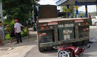 Thanh Hoá: Lùi từ cây xăng ra, xe đầu kéo cán người đàn ông tử vong