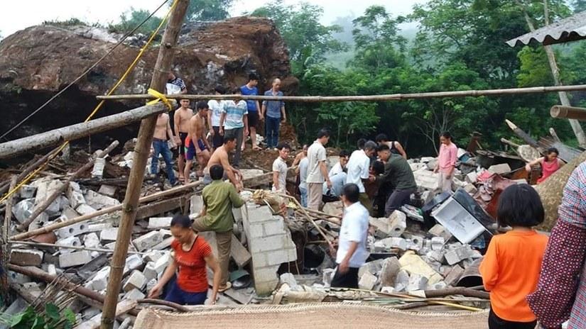 Cao Bằng: Đá lở bất ngờ lúc rạng sáng, 3 nạn nhân may mắn thoát nạn