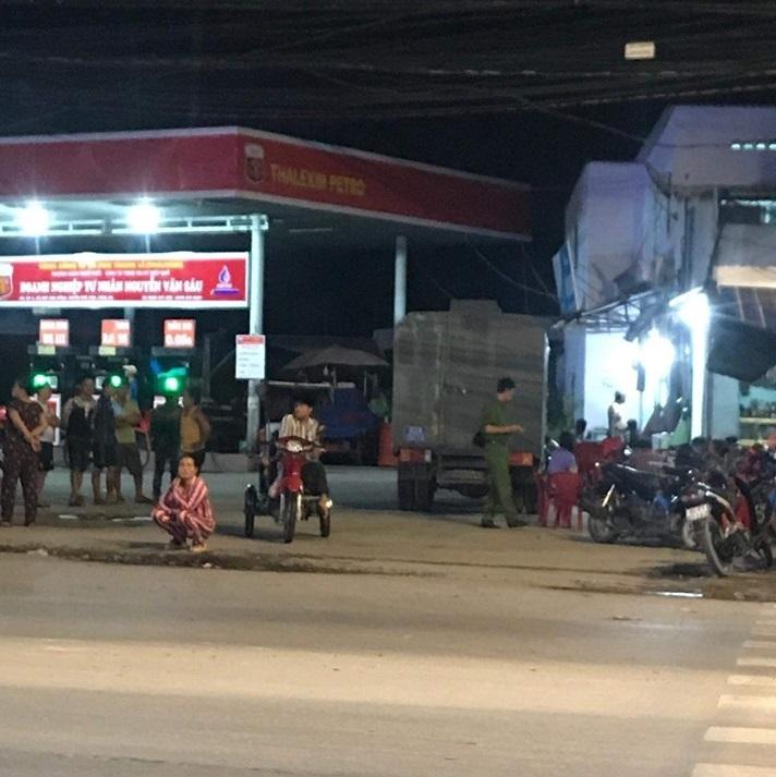 Không cho nợ tiền, nhân viên cây xăng bị khách đâm tử vong