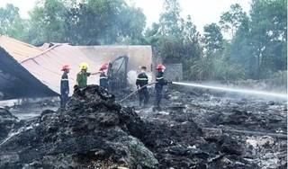 Hỏa hoạn kinh hoàng, xưởng phế liệu cả trăm mét bị thiêu rụi
