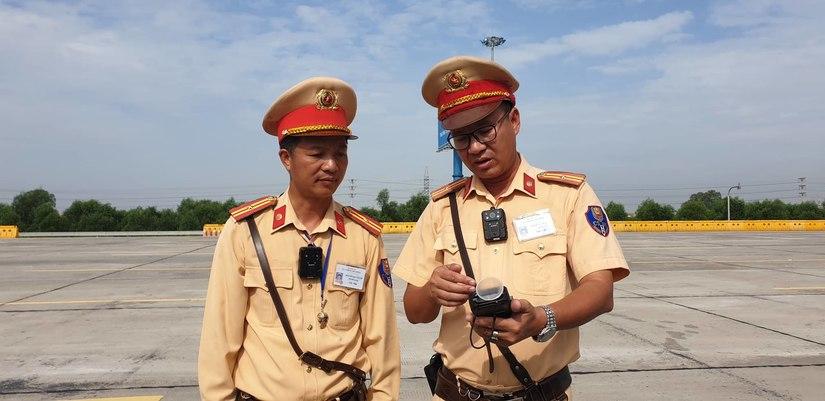Tìm hiểu về camera đeo cổ mới được trang bị cho CSGT 2
