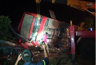 Xe khách giường nằm gặp tai nạn kinh hoàng, hàng chục người thương vong