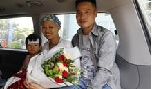 Chuyến xe hạnh phúc đưa mẹ con bé Bình An về đoàn tụ cùng gia đình