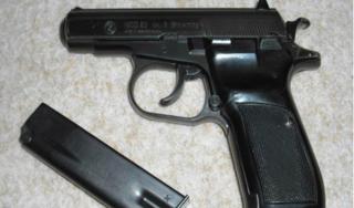 Chiến sĩ công an trộm súng và đạn của lãnh đạo rao bán lên Facebook
