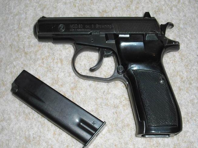 Chiến sĩ công an trộm súng, đạn của sếp rao bán lên Facebook