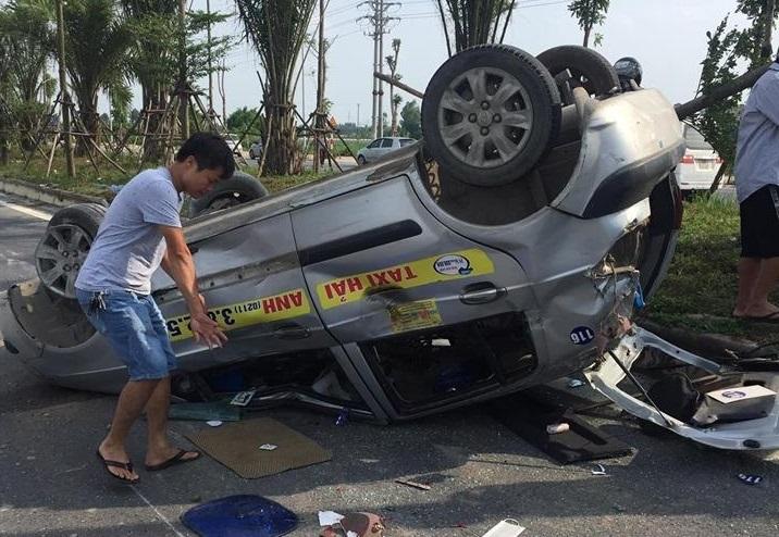 Gây tai nạn khiến 2 người bị thương, lái xe bỏ chạy để lại biển số ở hiện trường2