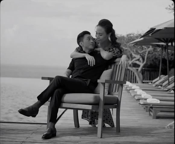 Cường Đô la và Đàm Thu Trang tung clip cưới khoá môi cực ngọt ngào