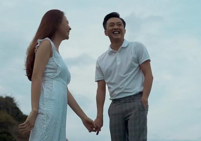 Cường Đô la và Đàm Thu Trang tung clip khoá môi cực ngọt ngào trước ngày cưới