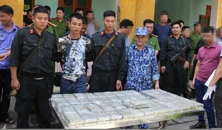 Bắt 4 thanh niên đang vận chuyển trái phép 100 bánh heroin