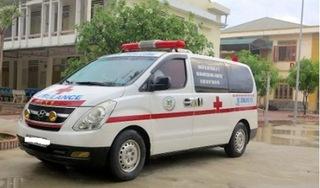 Xe cứu thương bỏ bệnh nhân cấp cứu để đi đăng kiểm