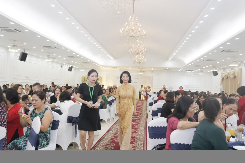 MC Nguyễn Cao Kỳ Duyên xinh đẹp sau nghi án thẩm mỹ níu kéo thanh xuân