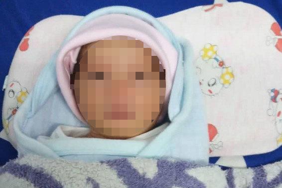 Hải Dương: Phát hiện một bé gái sơ sinh bị bỏ rơi