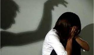 Ở nhà một mình, bé gái 14 tuổi bị gã thợ mộc giở trò đồi bại