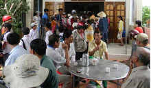 Thái Bình: Hai vợ chồng bị điện giật tử vong khi đang tắm cho chó