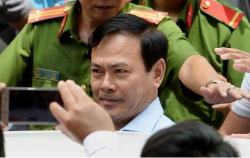 Vụ ông Nguyễn Hữu Linh sàm sỡ bé gái: Luật sư kiến nghị đình chỉ, Tòa đòi truy tố