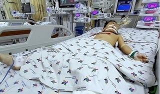 Bé trai rơi từ tầng 12 chung cư xuống đất được cứu sống thần kỳ